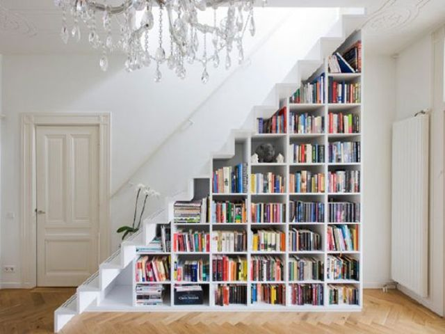02-book-shelves-in-the-stairs