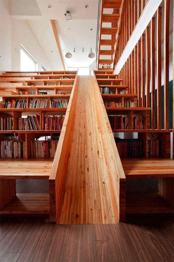 04-book-storage-in-the-stairs