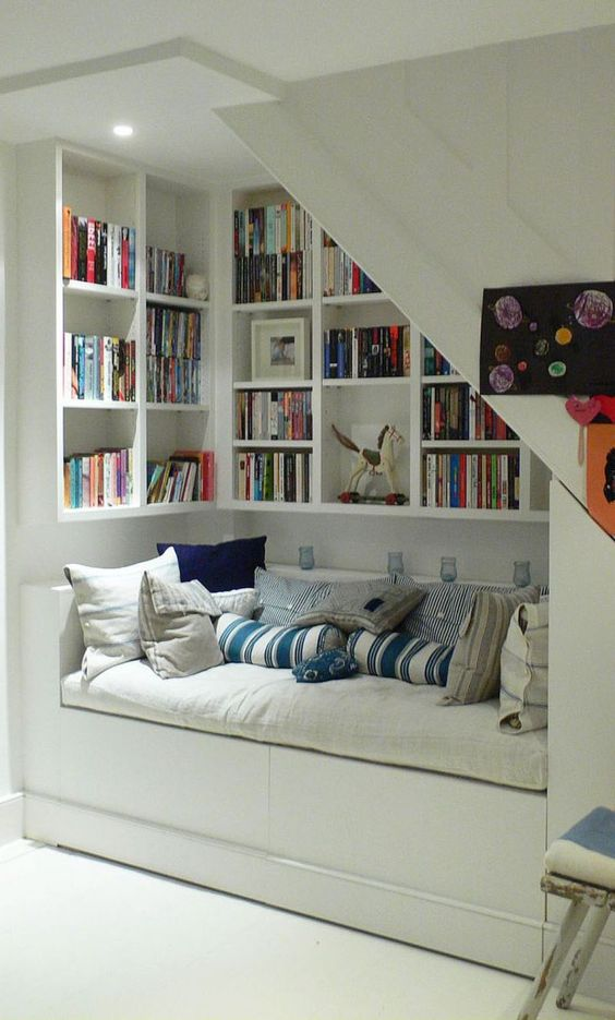 07-reading-nook-under-the-stairs