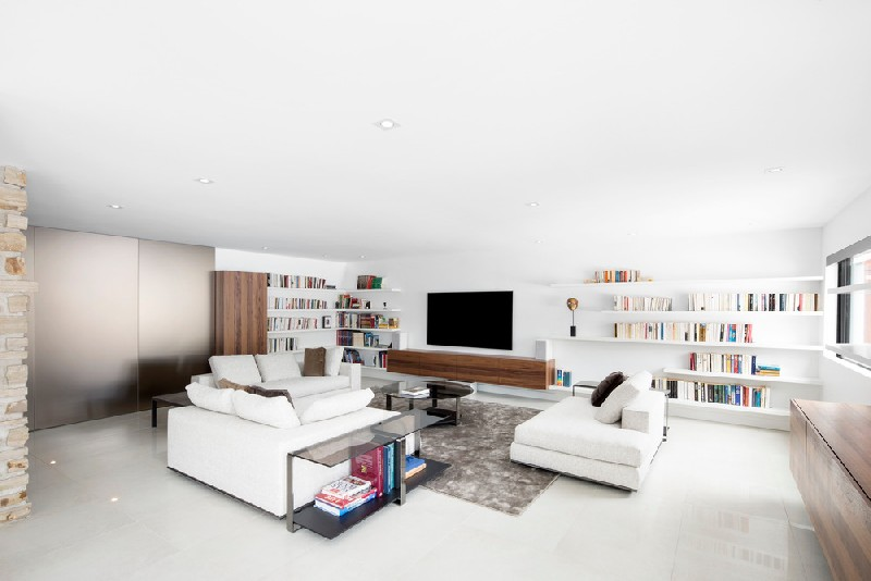 11-The-living-room-is-designed-with-comfort-in-mind