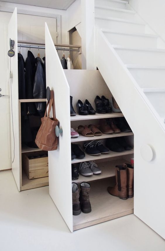 13-shoes-drawers-undee-the-stairs