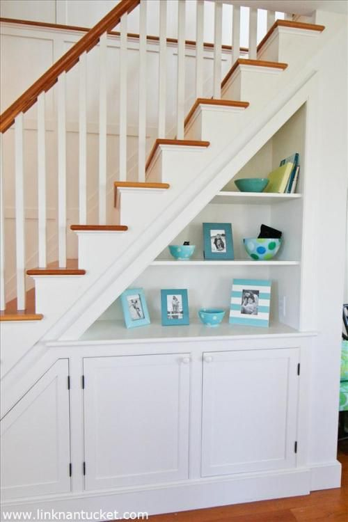 21-open-shelving-under-the-stairs