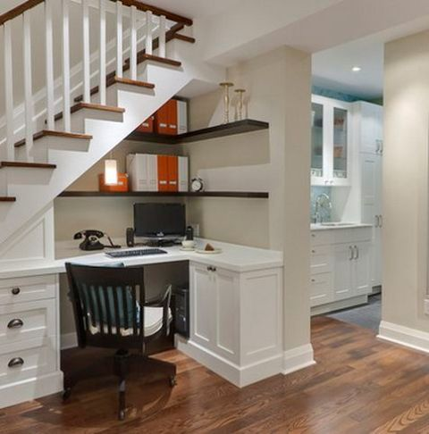 22-home-office-corner-under-a-staircase