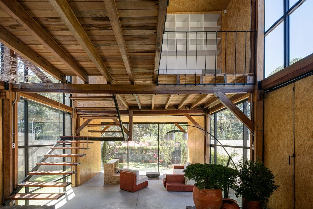 Interior-of-the-family-home-clad-in-OSB-panels