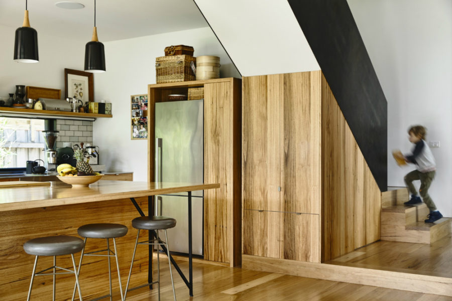 Kitchen-made-fully-out-of-wood-900x600