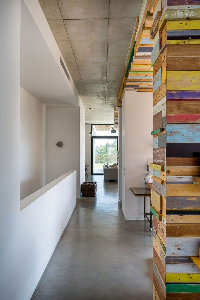 Long-corridors-connect-the-different-rooms-of-the-house-and-create-light-filled-spaces
