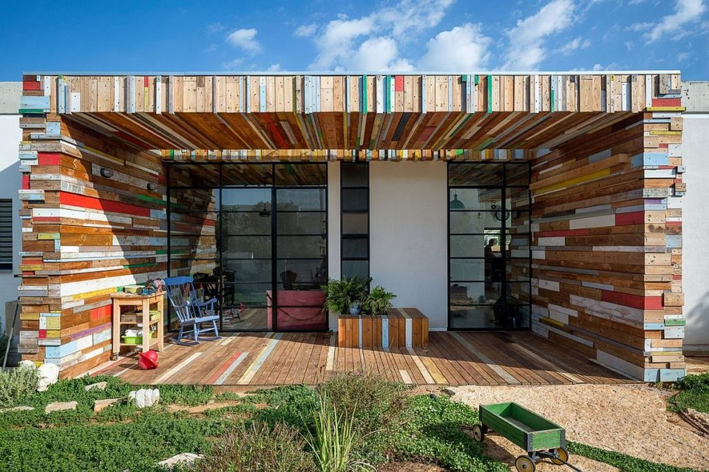 Smart-home-in-Israel-with-colorful-reclaimed-wood-planks