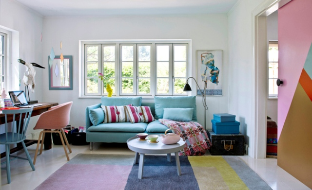 01-This-cute-mid-century-modern-office-is-popping-up-with-turquoise-and-pink-colors