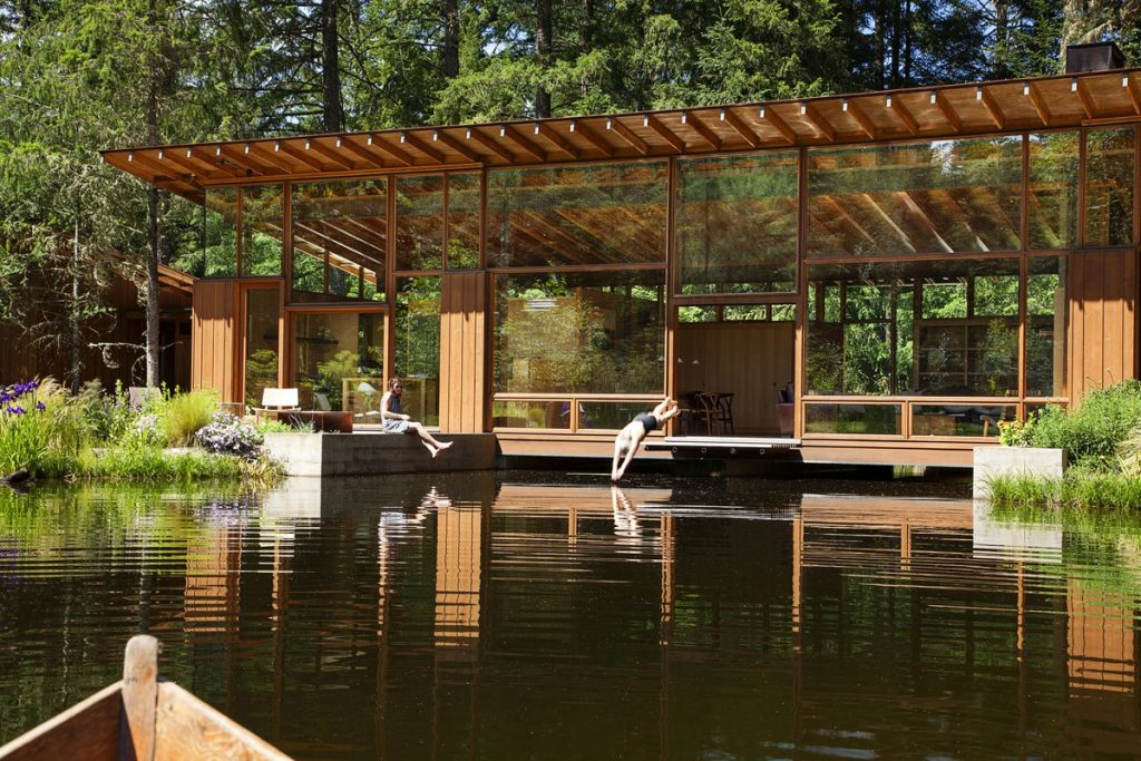 02-The-design-attempts-to-make-the-pond-and-residence-a-single-entity