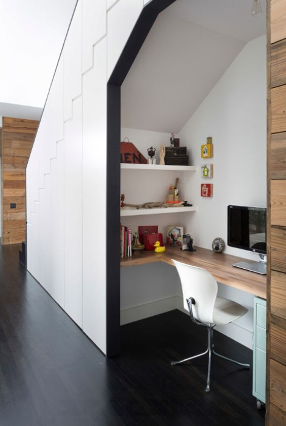 23-home-office-corner-under-the-stairs