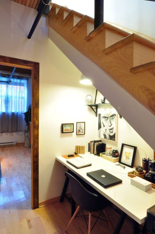 24-home-office-nook-under-the-stairs