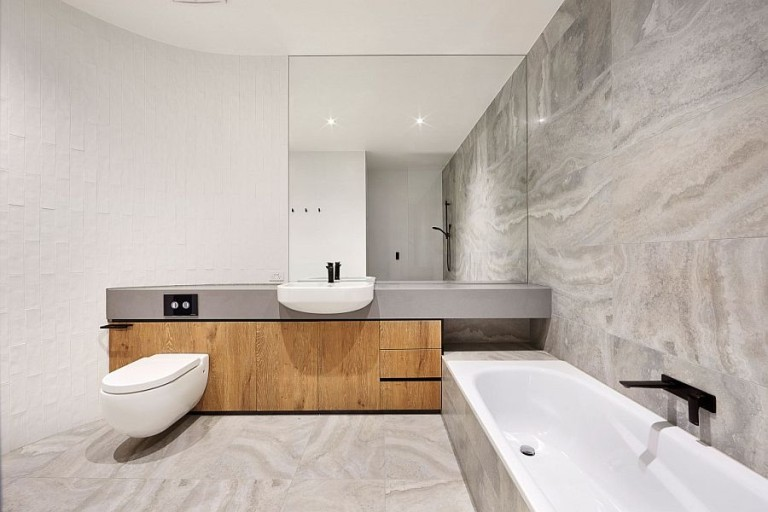 Minimal-bathroom-design-in-white-and-gray-with-curved-wall-768x512